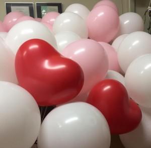 白とピンクの中に真っ赤なハート